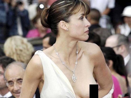 юная русоволосая случайное оголение частей тела женщин звезд связи этим