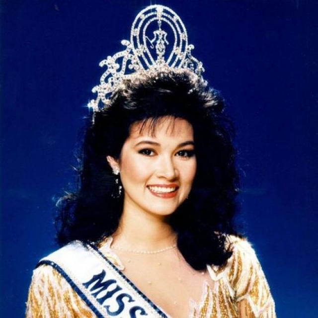 Порнтип Накирунканок, Таиланд. «Мисс Вселенная — 1988». 20 лет, рост 173 см, параметры фигуры 89−58−92.
