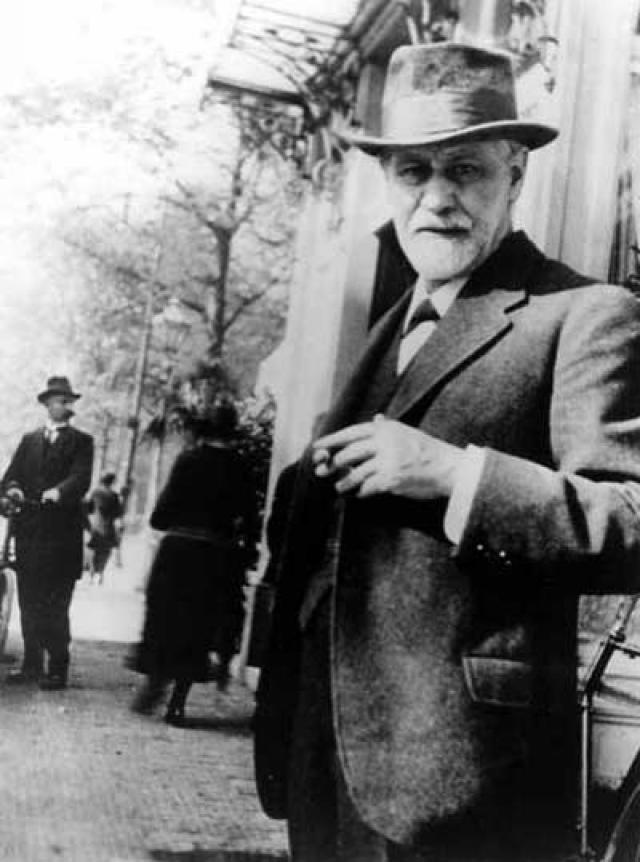 """Когда наркотик стал популярен, стало понятно, что он вызывает психозы, смертельные случаи от передозировок и сильную зависимость. Психоаналитик изменил свое отношение к п""""коксу"""": осенью 1896 года, на следующий день после похорон отца, Фрейд сообщил, что с кокаином завязал."""