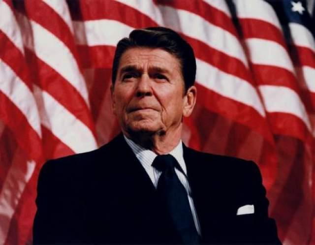 Рональд Рейган Всего через два месяца после вступления в должность, на президента Рейгана было совершено покушение.