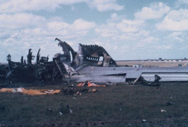 С его левого борта все еще работали двигатели, полыхало пламя и происходили взрывы.