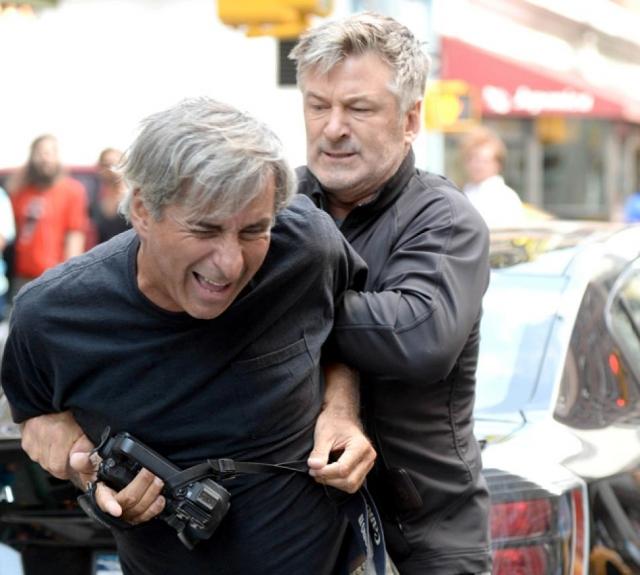 После приезда полиции и разбора полетов актер и фотограф разошлись мирно без взаимных обвинений.