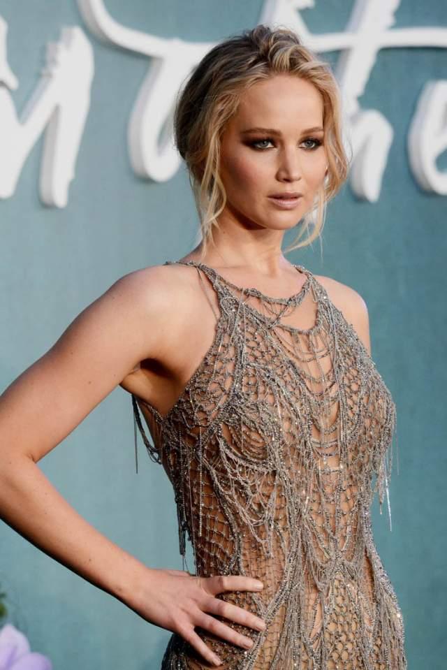 Дженнифер Лоуренс. Актриса, по ее словам, любит быть блондинкой, однако, роскошные локоны всегда готова перекрасить для интересной роли.