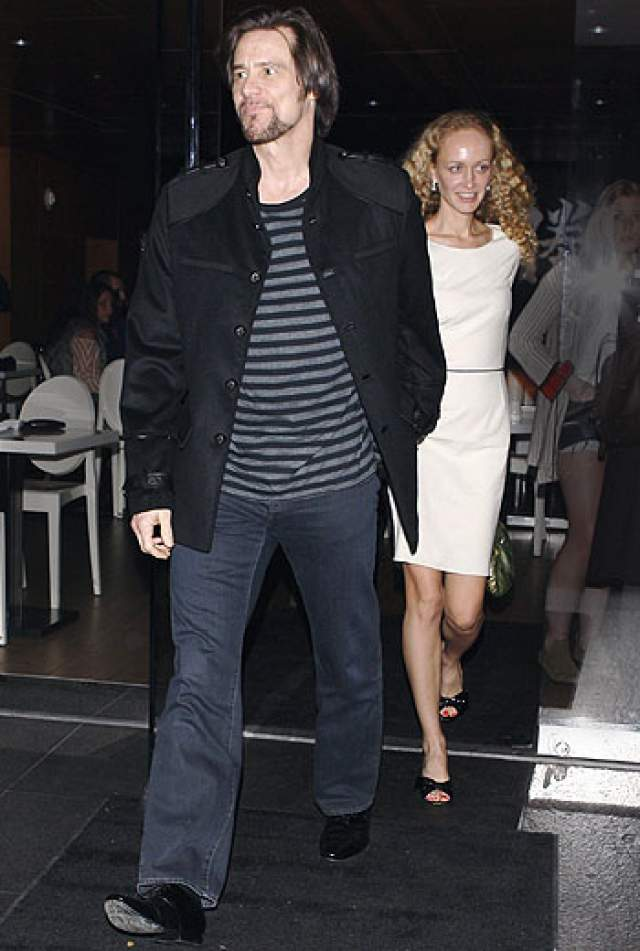 Джима и Анастасию познакомил их общий друг - ресторатор Дэвид Шунмейкер. С осени 2010 года парочка стала появляться на мероприятиях. Уже в январе 2012 года Керри сделал девушке предложение.