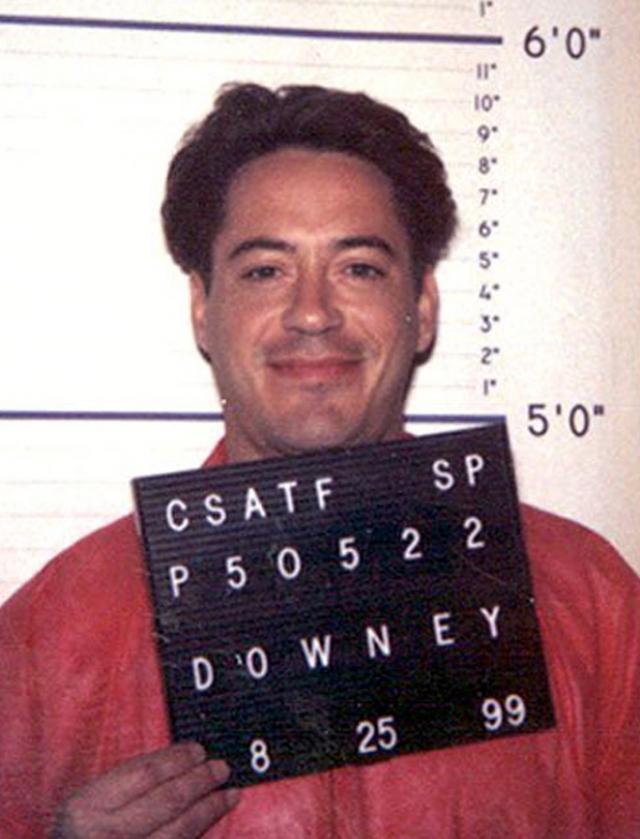 """Роберт Дауни-младший. В молодости после нескольких работ в подростковых комедиях актер сыграл отчаявшегося подростка-наркомана в фильме """"Меньше, чем ноль"""". После чего у Дауни начались проблемы с наркотиками в реальной жизни."""