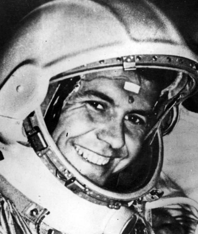 """Павел Попович. Космонавт говорил: """"В космосе ничего неординарного я не видел. Единственный случай наблюдения НЛО произошел со мной, когда я летал на истребителе. Это было в 1978-м, когда я пилотировал самолет из Вашингтона в Москву, на высоте около 10 000 метров..."""