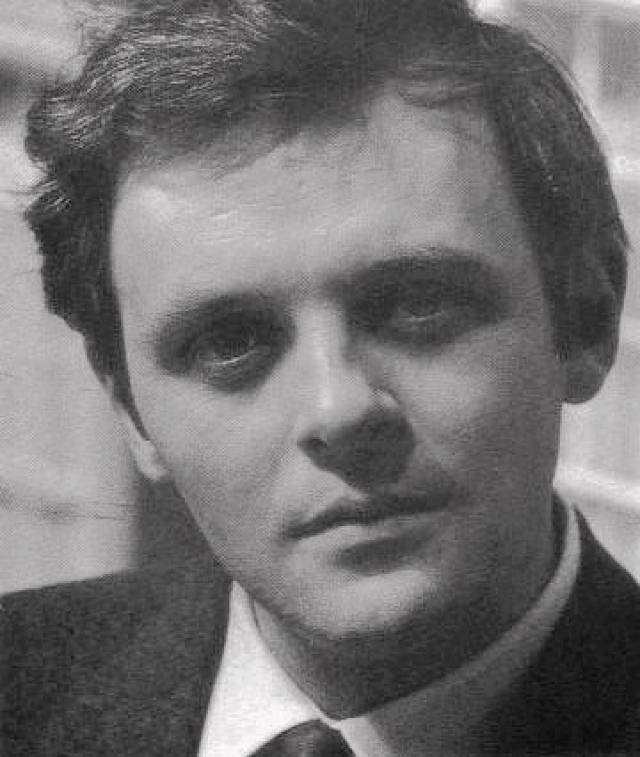 Решающую роль в выборе актерской профессии для Хопкинса стала короткая встреча в возрасте 15 лет со звездой Голливуда 1960-х годов Ричардом Бертоном, который всецело поддержал выбор мальчика.