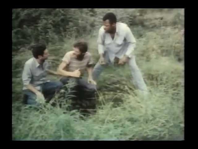Он играл лидера группы сбежавших заключенных, который случайно повстречал сельскую семью. Фильм уж очень сомнительный.