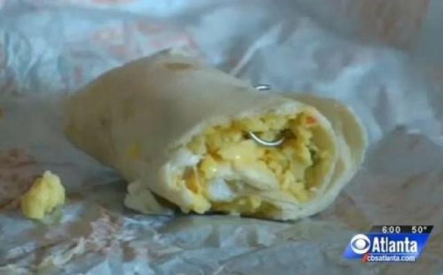 Металлическое кольцо для носа было найдено в буррито.