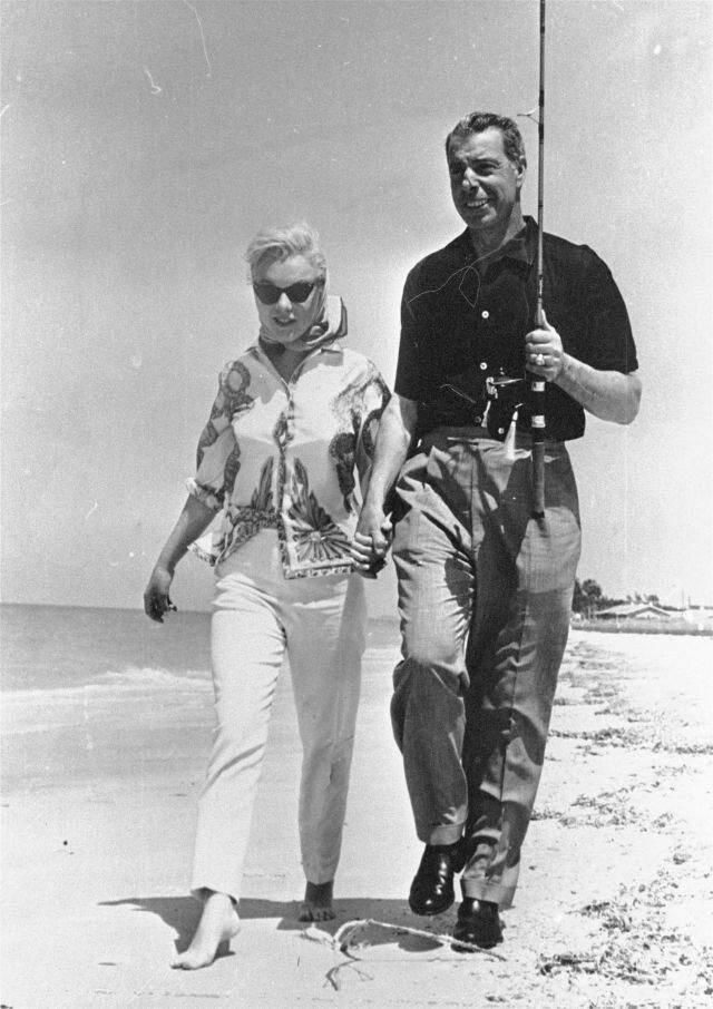 И супер винтажное фото напоследок. Один из самых выдающихся игроков за всю историю бейсбола Джо ДиМаджио с Мерлин Монро.
