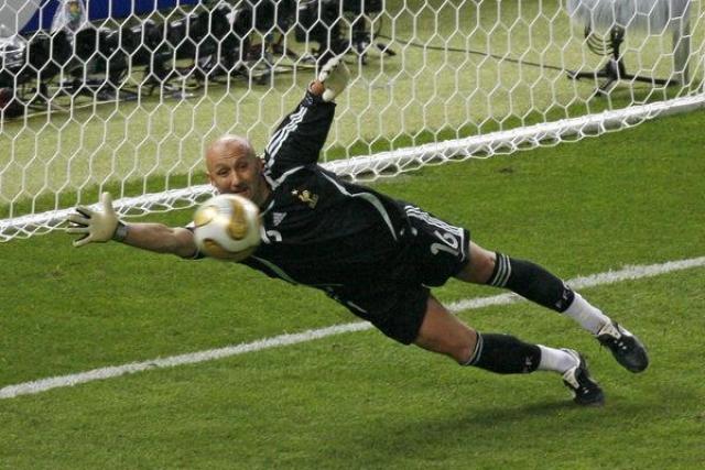 Фабьен Бартез. Француз - один из самых именитых вратарей в истории футбола.
