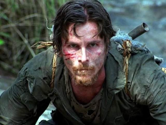 """""""Спасительный рассвет"""" 2006 год. Уже будучи профессионалом в области контроля за всем, Бэйл легко сбросил десяток килограммов для роли героя, который вынужден терпеть лишения для того, чтобы выжить."""