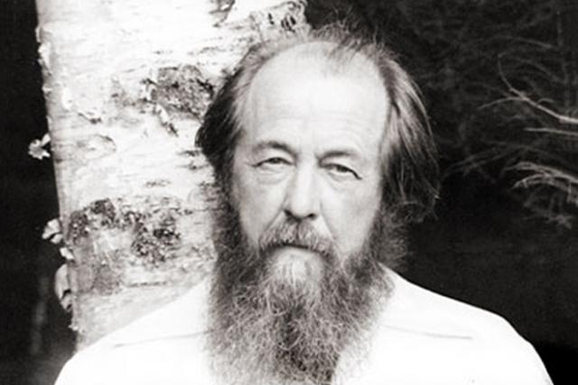 12 февраля 1974 года писатель был арестован, обвинен в измене Родине и лишен советского гражданства. 13 февраля он был выслан из СССР в ФРГ, а в апреле 1976 года с семьей переехал в США.
