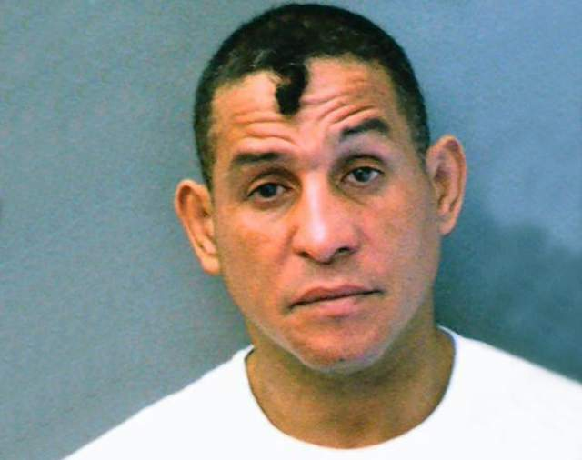 Эктор Камачо. Пуэрториканский боксёр-профессионал в ноябре 2011 года был арестован за жестокое обращение с детьми .