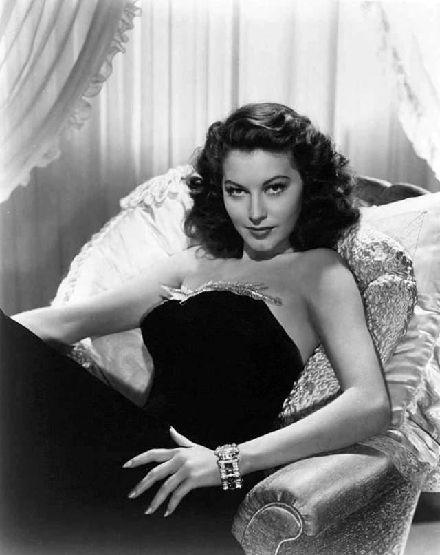"""В 1940-х красавица стала женой сценариста Дэйла Вассермана, а когда после съемок в """"G-Men Никогда не забыть"""" ее карьера начала угасать, они уехали в Испанию, где Рэмсей вела собственное шоу на ТВ и порой соглашалась на предлагаемые роли. С Вассерманом они развелись в 1980 году. Умерла звезда от рака легких."""
