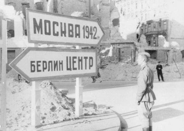 Советский солдат в Берлине.