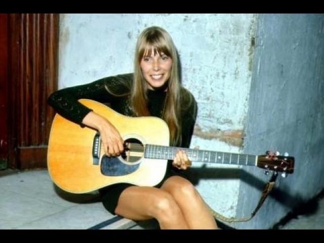 На протяжении успешной карьеры певица записала массу бардовских альбомов, экспериментировала с джазовыми музыкантами, а е песни исполняли такие супер-звезды как Боб Дилан и Джанет Джексон.