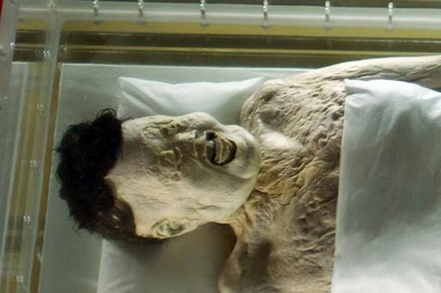 Синь Чжуй. В 1971 году в китайском Чанша нашли мумию богатой китайской женщины династии Хань, которая скончалась в 168 году до н.э. в возрасте 50 лет.