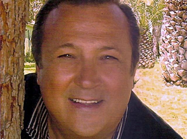 Наемные убийцы должны были убить Лоретти во время выступления в Fallsview Casino на Ниагаре, но полиции удалось предотвратить преступление.