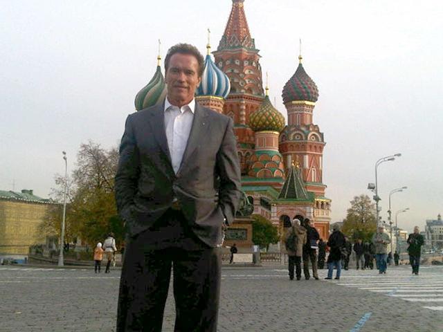 """11 октября 2010 Шварценеггер побывал в Москве с официальным визитом, а заодно решил прокатиться в метро, где """"Железного Арни"""" ударило турникетом, но он с достоинством выдержал удар и отреагировал зажигательной шуткой."""
