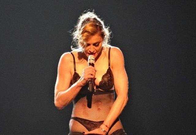 Мадонна. Поп-дива периодически вызывает нервный тик у поборников нравственности по всему свету.