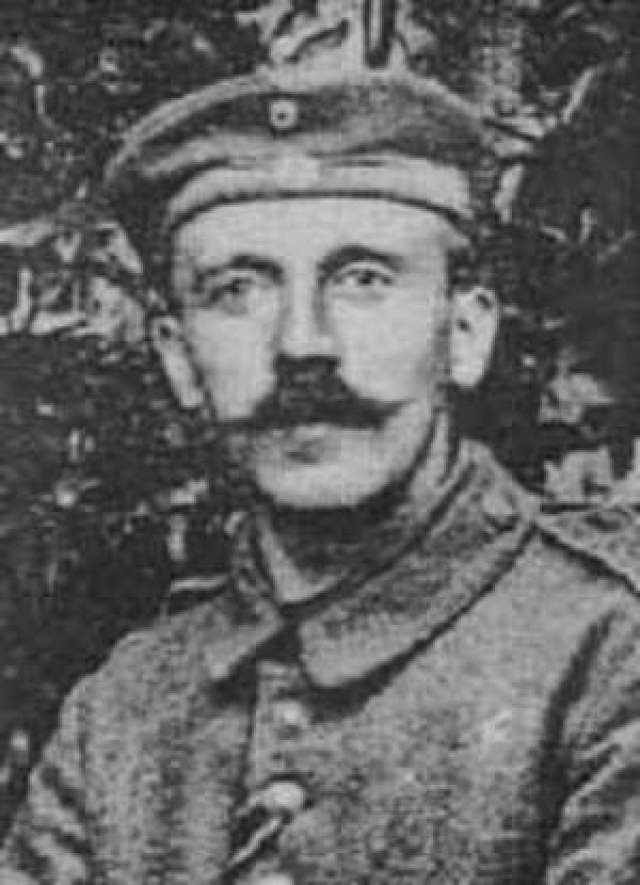 Но историки утверждают в ответ, что Адольф Гитлер не отличался трусостью. О его мужестве свидетельствует тот факт, что он ушел добровольцем на фронт в Первую Мировую войну, был награжден несколькими железными крестами за отвагу, имел ранения, полученные в боях.