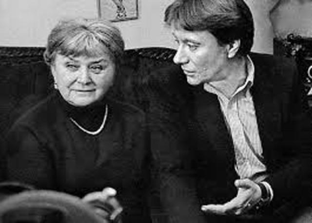 """Говорят, что Мария Владимировна частенько пилила Андрея. Но все равно до последних дней она оставалась для него самым близким человеком. """"...Я приложу все усилия, чтобы не огорчать тебя и быть приличным, порядочным человеком"""", - уверял он маму."""