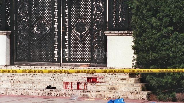 Фургон, а также испачканную кровью одежду полиция вскоре нашла на парковке неподалеку от места преступления.
