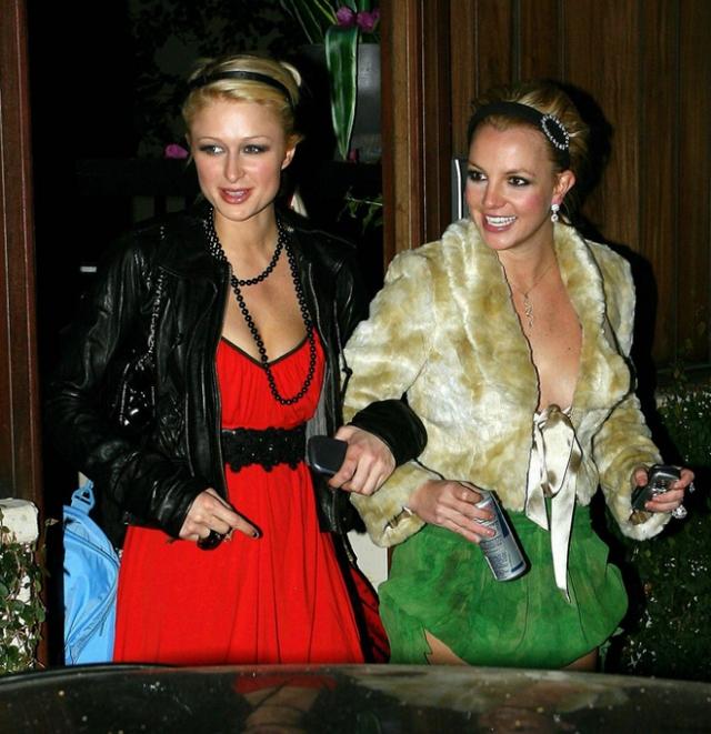 В сомнительных развлечениях Бритни поддерживала подруга - Пэрис Хилтон. Однажды в изрядном подпитии девушки пожелали дать эксклюзивное интервью на выходе из ночного клуба.