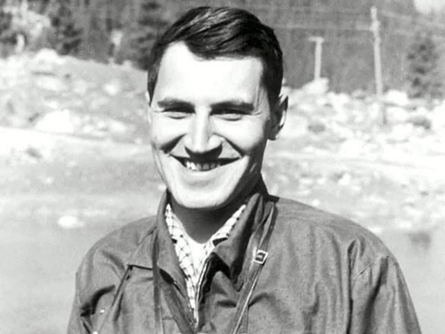 Николай Дроздов, 81 год. В 1963 году Дроздов окончил кафедру биогеографии географического факультета МГУ, затем два года учился там же в аспирантуре.