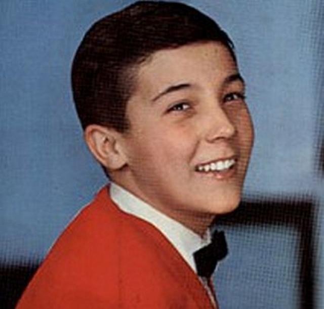 Роберто Лорети родился 22 октября 1946 года в Риме в семье штукатура. Когда Роберто было десять лет, его отец заболел, и мальчик стал работать помощником у булочника.