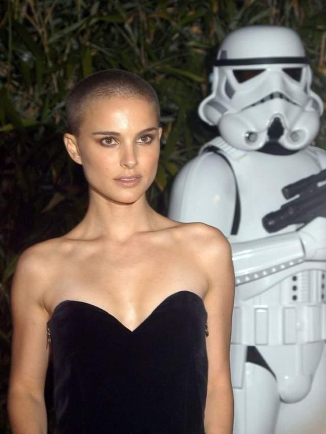 Звезда также о содеянном не жалела, а в одном из интервью даже заявила, что скучает по лысине.