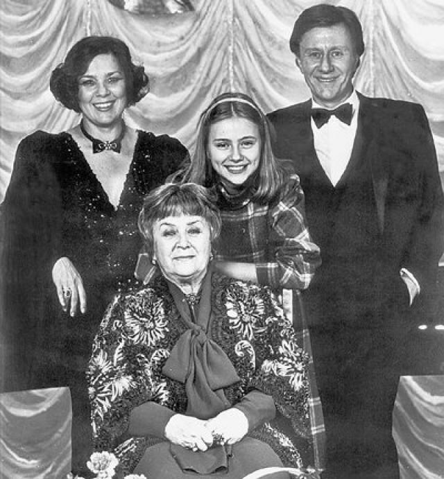 Андрей Миронов и Лариса Голубкина. Лариса познакомилась с Андреем Мироновым в 1974, тогда он был еще женат на актрисе Екатерине Градовой. В то время супруги уже охладели друг к другу и жили отдельно.