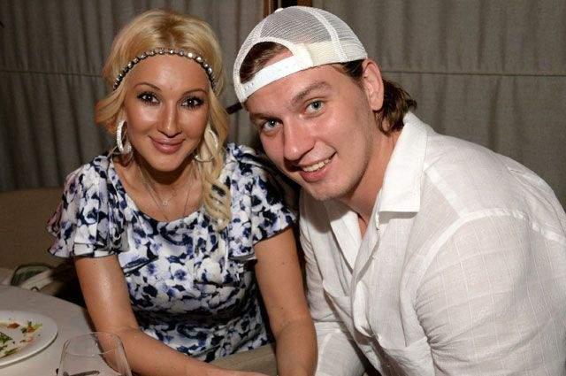 Известно, что пара познакомилась на шумной вечеринке, где Кудрявцева пыталась набраться положительных эмоций после болезненного расставания с Лазаревым.