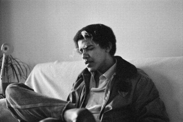 """Одним из уязвимых мест Обамы-кандидата был вопрос о его принадлежности к """"афро-американцам"""". Как оказалось, некоторые представители черного населения, в том числе наиболее влиятельные представители этого меньшинства, не спешили сначала признавать в Обаме своего."""