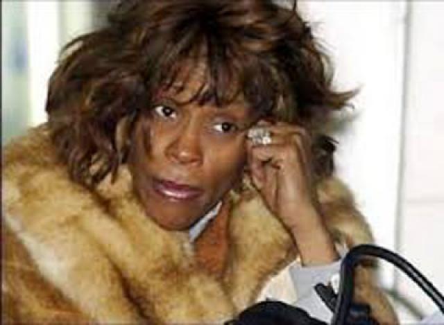 """11 февраля 2012 года в ванной гостиничного номера отеля Beverly Hilton накануне 54-й церемонии """"Грэмми"""" певицу нашли в бессознательном состоянии. Согласно результатам полицейского расследования, причинами смерти стали утопление, атеросклеротическая болезнь сердца и употребление кокаина."""