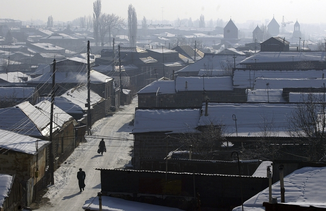 К началу 90-х Армения так и не смогла оправиться от случившейся трагедии. Даже в 2005 году, через семнадцать лет после катастрофы, 9000 семей продолжали жить в бараках без элементарных удобств, которые едва ли можно назвать домами...