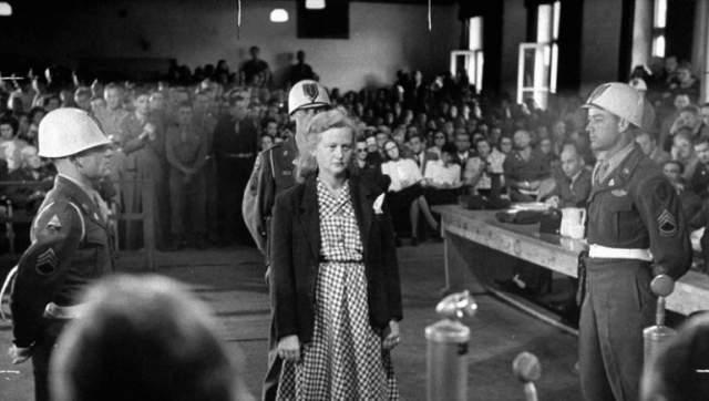 41-летнюю беременную Ильзу Кох в 1947 году военный трибунал США приговорил к пожизненному заключению. Но через четыре года выпустили. Почти тут же посадили снова, и показания в суде теперь давали 240 свидетелей. Ильзу снова посадили пожизненно. Без права обжалования.