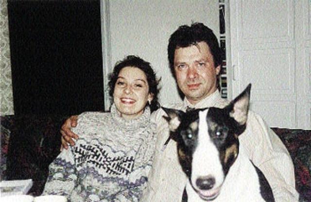 Внуки Брежнева. Леонид Юрьевич Брежнев окончил химфак МГУ, пробовал себя в бизнесе. На фармацевтическом предприятии занимался выпуском лекарств. Был четыре раза женат, имеет двух дочерей, Алину и Марию и сына Юрия.