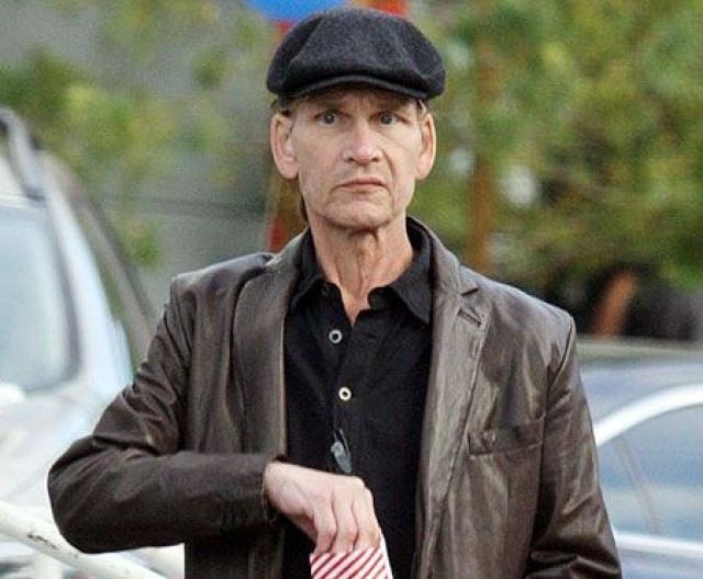 """Актер признавался, что будет счастлив, если ему удастся прожить еще хотя бы лет пять… Однако 9 января 2009 года актер был госпитализирован с диагнозом """"воспаление легких""""."""