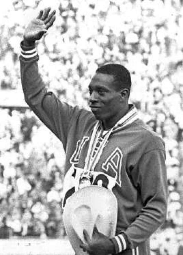 Боб Хейс. 1942-2002. США. Бегун, регбист.