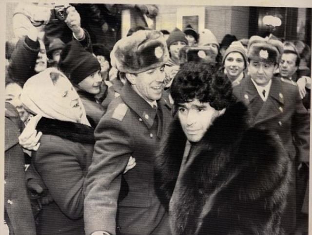Диего Марадона , 1990 год. Футболист прибыл на матч СССР - Аргентина.