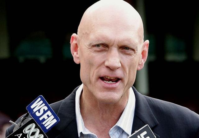 А после и вовсе ушел из группы, чтобы посвятить все свое время карьере в австралийской политике. После неудачной попытки попасть в австралийский сенат на платформе Партии Ядерного Разоружения в 1984 году, он стал членом Палаты представителей в составе Австралийской лейбористской партии в 2004 году.