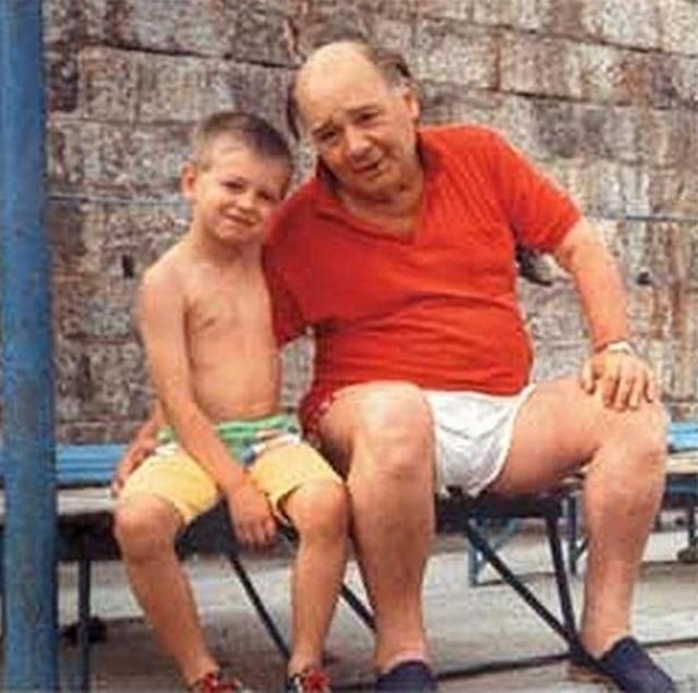 После этого Леонов очень боялся внезапной смерти, боялся оставаться один дома. В 1989 у него появился внук, названный в честь него, который стал еще одним поводом для страхов: артист боялся, что когда он гуляет с внуком, с ним вдруг случится приступ, и ребенок останется один на улице. Поэтому он всегда находил предлог побыстрее вернуться домой.