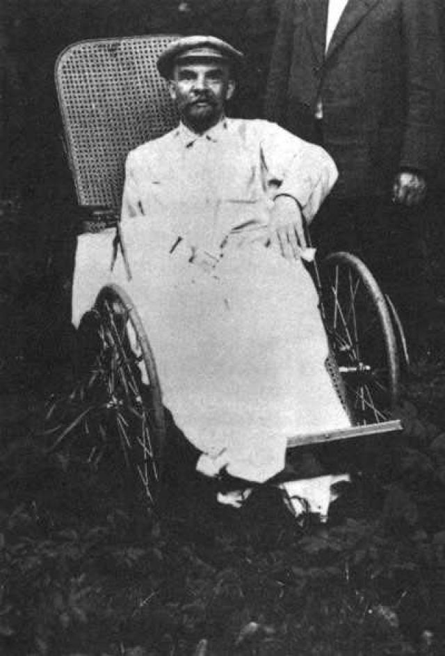 В июне 2004 года была опубликована статья в журнале European Journal of Neurology, авторы которой предполагают, что Ленин умер от нейросифилиса. Сам Ленин не исключал такой возможности и поэтому принимал сальварсан, а в 1923 году ещё пытался лечиться препаратами на основе ртути и висмута.
