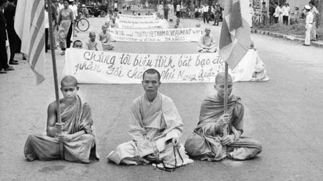 Мотивом акции стал протест монаха против преследований буддистов режимом Нго Динь Зьема, который навязывал стране католичество.