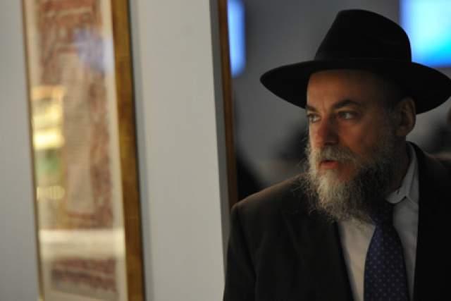 Виктор Шендерович. Писатель имеет гражданство российское, а кроме этого - израильское.