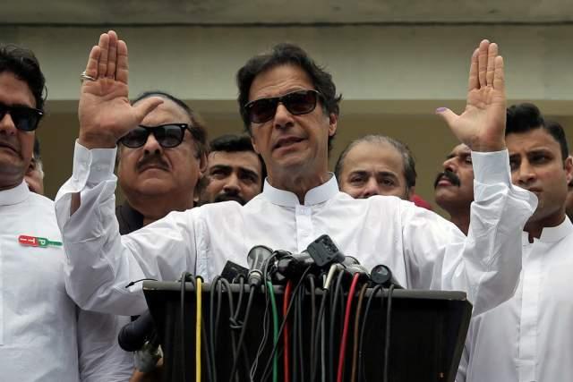 Не исключено, что в будущем он станет президентом Пакистана, а пока - в августе 2018-го он принес присягу, официально вступив в должность главы правительства страны.