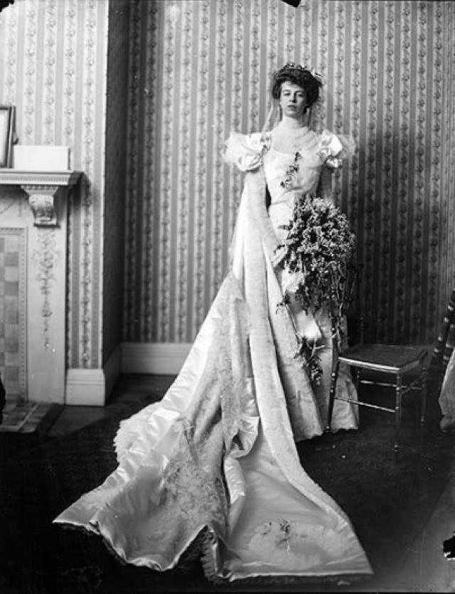 """Элеонора Рузвельт. Супругу тридцать второго президента Америки Франклина Делано Рузвельта называли """"первой леди мира"""". Она провела в Белом доме 12 лет и пользовалась необыкновенной популярностью у простых американцев. Франклин и Элеонора познакомились, будучи еще совсем молодыми людьми."""