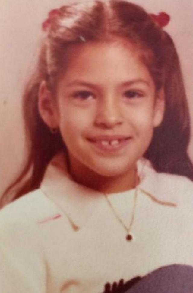"""Ева Мендес. Актриса в юности была """"неуклюжим, худощавым подростком с выпирающими зубами""""."""